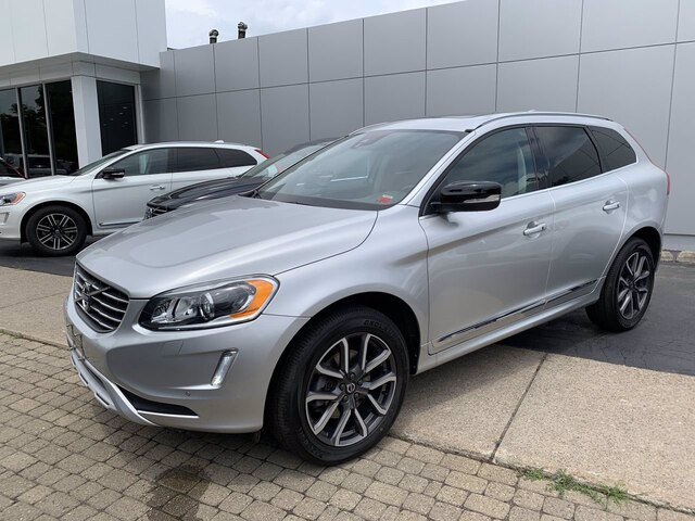 Pre-Owned 2017 Volvo XC60 T6 Dynamic